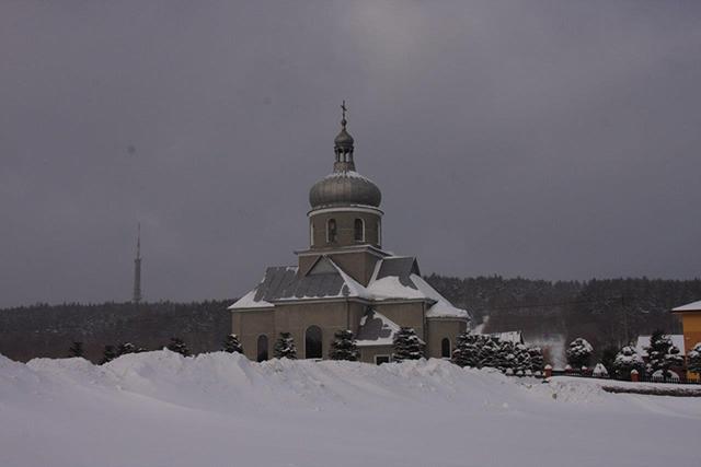 Dawna cerkiew w Czarnorzekach i wieża na Suchej Górze Fot. Edward Marszałek